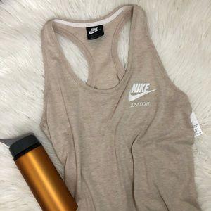 Nike • Tan